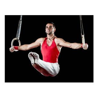 Männlicher Gymnast auf Gymnastik-Ringen Postkarte