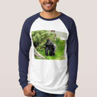 Männliches Knöchelgehen des Tiefland-Gorillas T-Shirt