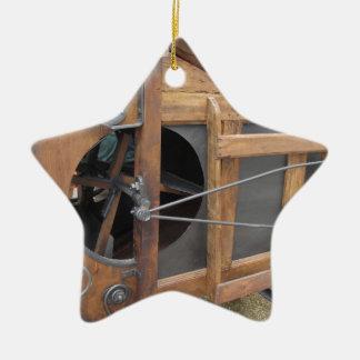 Manuelle Maschine benutzt zur Muschel der Mais Keramik Ornament