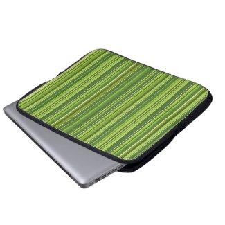 Viele bunte Streifen im grünen Muster
