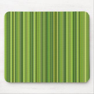 Viele bunte Streifen im grünen Muster Mauspads
