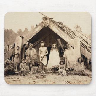 Maori- Familie, Neuseeland, c.1880s (Albumendruck) Mousepad