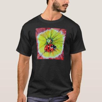 Marienkäfer auf Blume T-Shirt