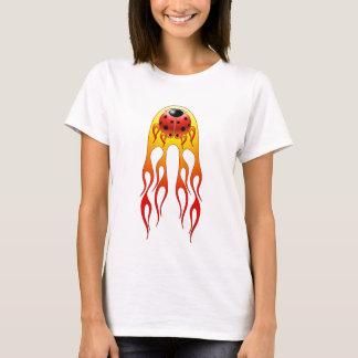 Marienkäfer flammt das Shirt der Frauen