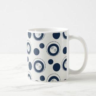Marine-Blau und silberne konzentrische Kaffeetasse