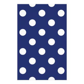 Marine-Blau-und Weiß-Tupfen-Muster Flyer