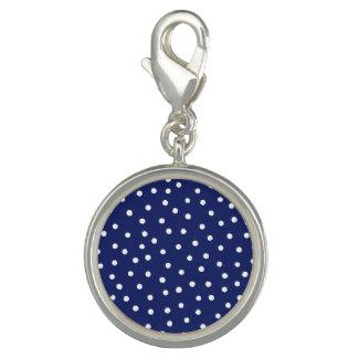 Marine-Blauund Weißconfetti-Punkt-Muster Charm