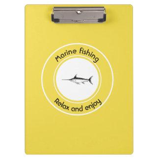 Marinefischen entspannen sich und genießen klemmbrett