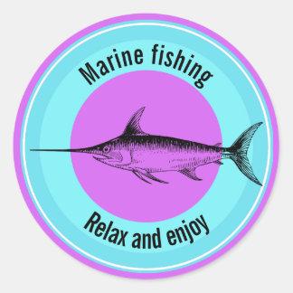 Marinefischen entspannen sich und genießen runder aufkleber