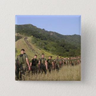 Marinesoldaten wandern ihre Weise zu einem Quadratischer Button 5,1 Cm