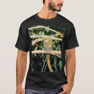 Marmoset-Affe, der auf einer Niederlassung sitzt, T-Shirt