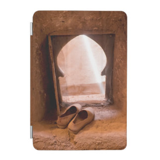 Marokkanische Schuhe am Fenster iPad Mini Hülle