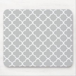 Marokkanisches graues Weiß Quatrefoil Muster Mousepad
