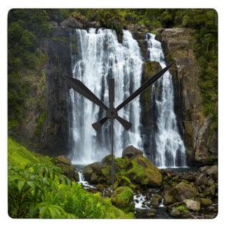 Marokopa Wasserfall, Neuseeland Quadratische Wanduhr