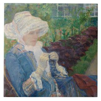 Mary Cassat- Lydia, der im Garten häkelt Große Quadratische Fliese