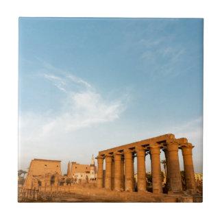 Mast und Kolonnade, der Luxor-Tempel Fliese