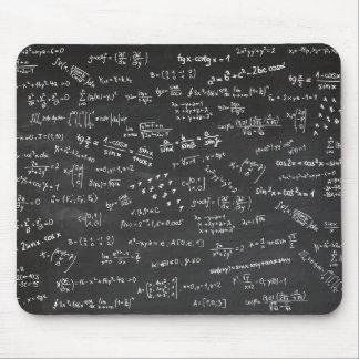 Mathe-Formeln auf einer Tafel Mousepad