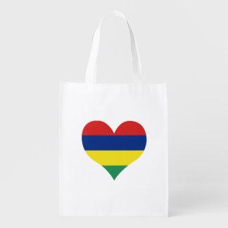 Mauritische Flagge auf einem bewölkten Hintergrund