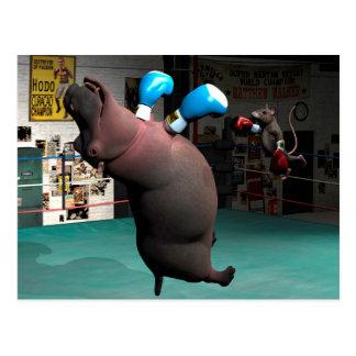 Maus schlägt Flusspferd KO Postkarte