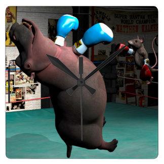 Maus schlägt Flusspferd KO Quadratische Wanduhr