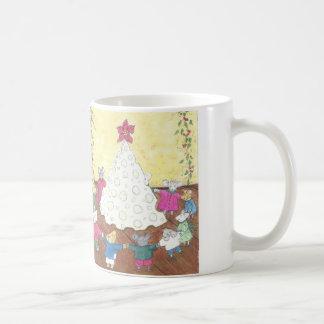 Mäuse um einen Käse-Weihnachtsbaum Kaffeetasse