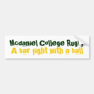 Mcdaniel Uni-Rugby, a-Barkampf mit einem Ball Autoaufkleber