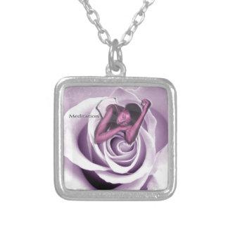 Meditation ist eine Blume, Mitleid ist sein Personalisierte Halskette