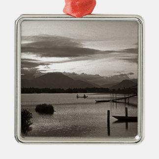 Meditative Abendstimmung - Asien Quadratisches Silberfarbenes Ornament