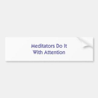 Meditators tun es mit Aufmerksamkeit Autoaufkleber