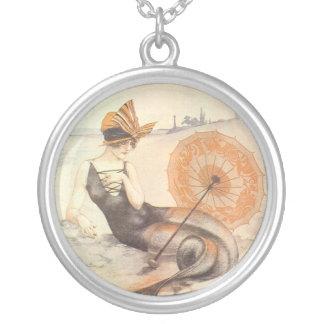 Meerjungfrau mit Sonnenschirm Versilberte Kette