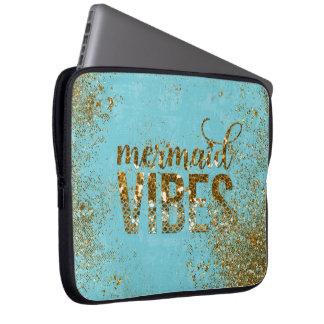Meerjungfrau Schwingungen GoldGlitter-Typografie Laptop Sleeve