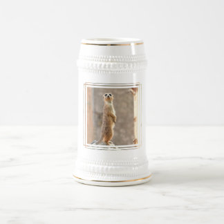 Meerkat am Aufmerksamkeits-Bier Stein Bierglas