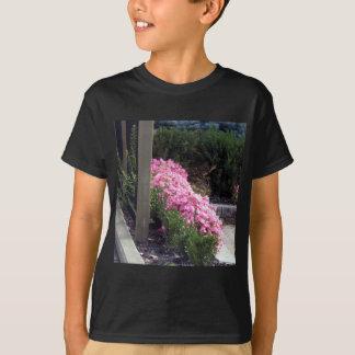 Mehrfache Blumenentwürfe auf Shirts