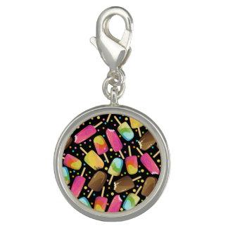 Mehrfarbige Eiscreme Popsicles besprüht Muster Charm