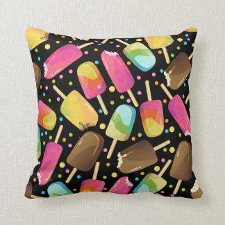 Mehrfarbige Eiscreme Popsicles besprüht Muster Kissen