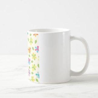 Mehrfarbige Gänseblümchen und Blätter-BlumenFoto Kaffee Haferl