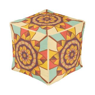 Mehrfarbige geometrische blühen kubus sitzpuff