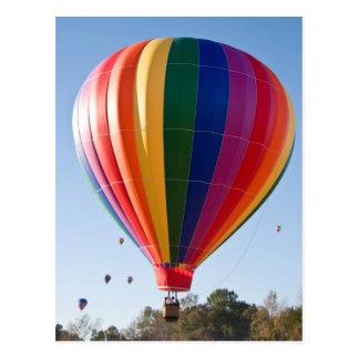 Mehrfarbige Heißluft-Ballon-Postkarte Postkarte