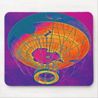 Mehrfarbiger Weltkugel-Ballon lila Himmel Mousepads