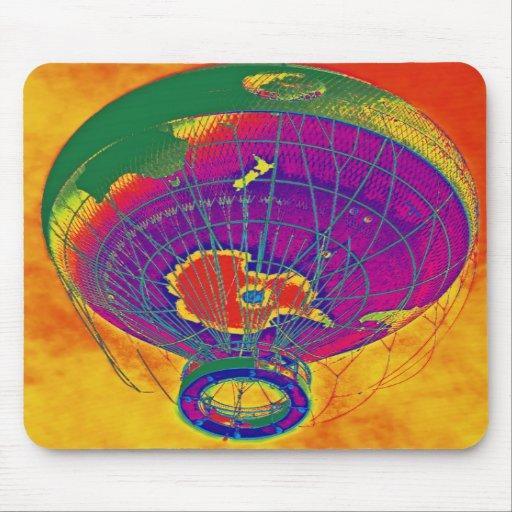 Mehrfarbiger Weltkugel-Ballon, orange Himmel Mauspads