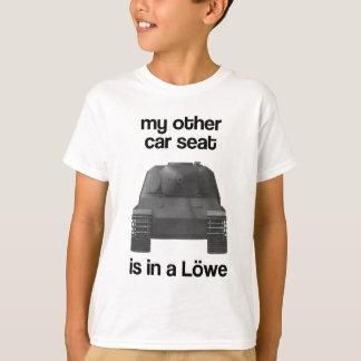 Mein anderes Auto Seat ist in einem Löwe T-Shirt