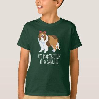 """""""Mein Babysitter ist ein Sheltie"""" Kinder/KinderT - T-Shirt"""