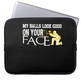 Mein Ball-Blick gut auf Ihrem GesichtPaintball Laptopschutzhülle