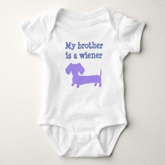 Mein Bruder ist ein Dackel-Hund -, der für Mädchen Baby Strampler