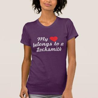 Mein Herz gehört einem Bauschlosser T-Shirt
