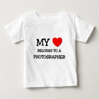 Mein Herz gehört einem FOTOGRAFEN Baby T-shirt