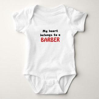 Mein Herz gehört einem Friseur Baby Strampler