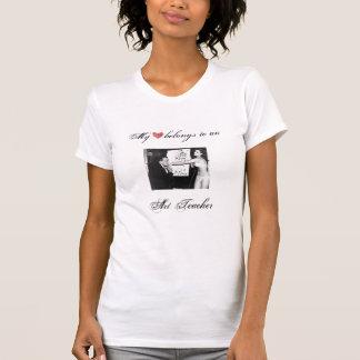 Mein Herz gehört einem Kunstlehrer (Künstler) T-Shirt