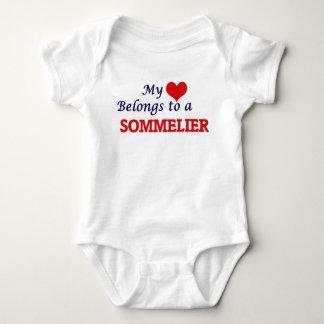 Mein Herz gehört einem Sommelier Baby Strampler
