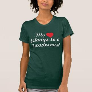Mein Herz gehört einem Taxidermist T-Shirt